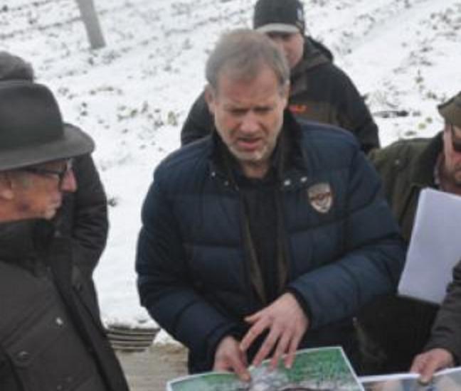 Ortstermin Jauchshofen im Februar 2015, links (mit Hut) Landrat Dr. Hubert Faltermeier