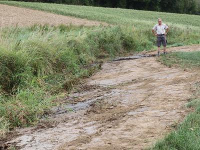 Landwirt Sebastian Anzinger packt Boden- und Gewässerschutz aktiv an