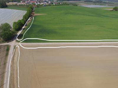 Auch sie werden gebaut: flache Ablaufmulden vor dem Becken, Aufnahme Mai 2019