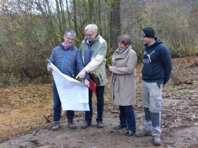 v.l.n.r.: Jakob Meier, Ernst Dießl (ALE), Bürgermeisterin Susanne Feller und Andreas Herzolg (Kirschenmühle).
