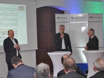 Norbert Bäuml (Ländliche Entwicklung), Robert Brandhuber (LfL) und Prof.Dr. Karl Auerswald (TUM) beim bodenständig-Forum Oberfranken 2018