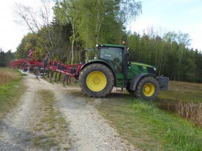 Bodenbearbeitung direkt im Anschluss heißt Ausgasung minimieren und Mulchauflage schaffen