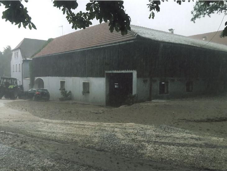 Überschwemmte Hofstelle